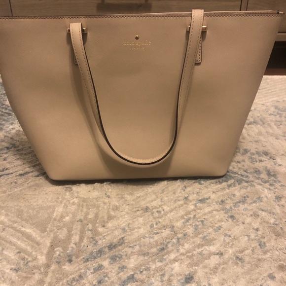 kate spade Handbags - Kate Spade Medium Leather Tote